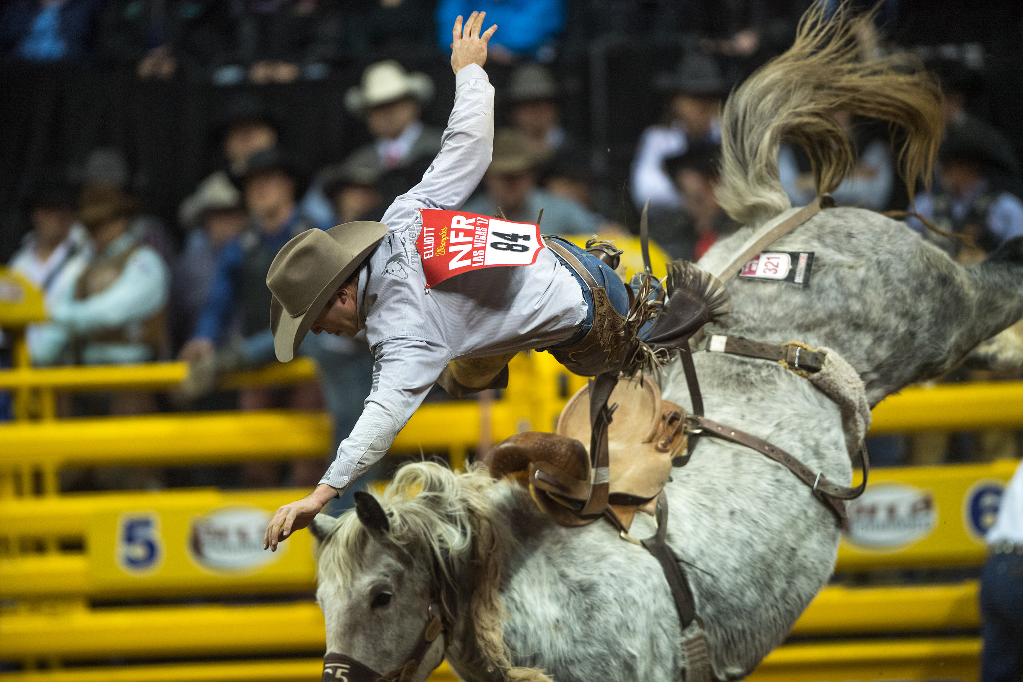Las Vegas Rodeo >> National Finals Rodeo Attendance Hits 168 952 For 10 Day Run
